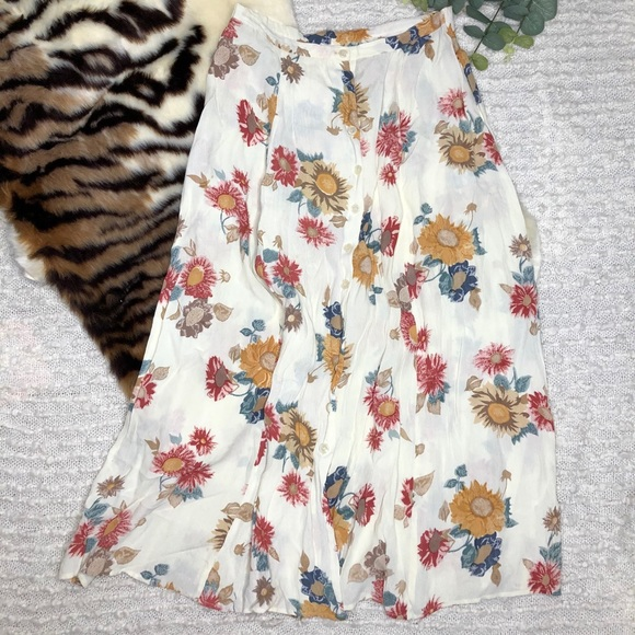 Vintage button front white floral skirt